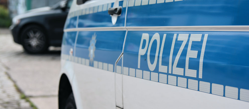 Polizei kontrolliert den Straßenverkehr