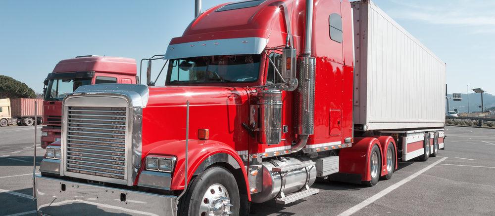 Roter US -Truck mit Wunschkennzeichen