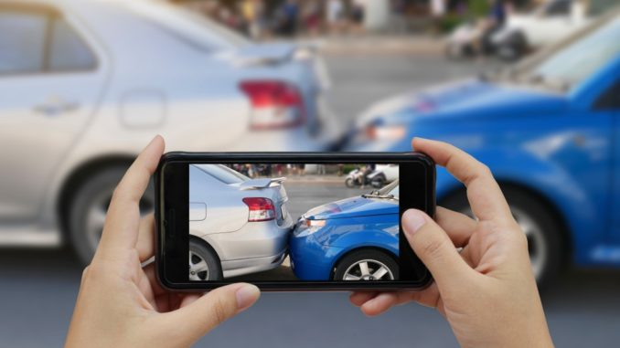 Fotodokumentation bei einem Autounfall